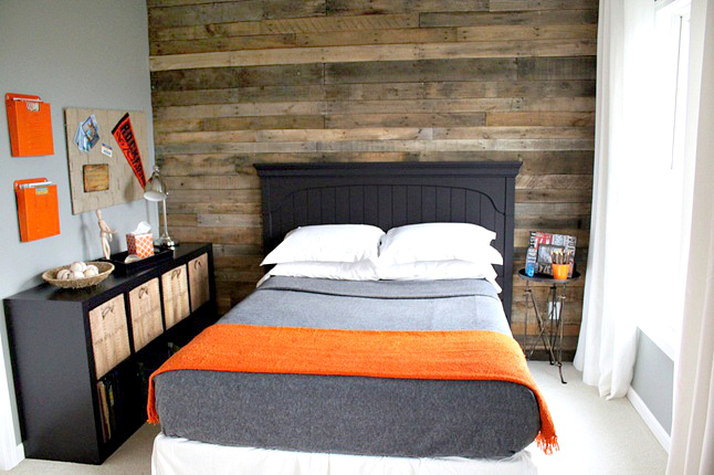 teen bedroom pallet wall