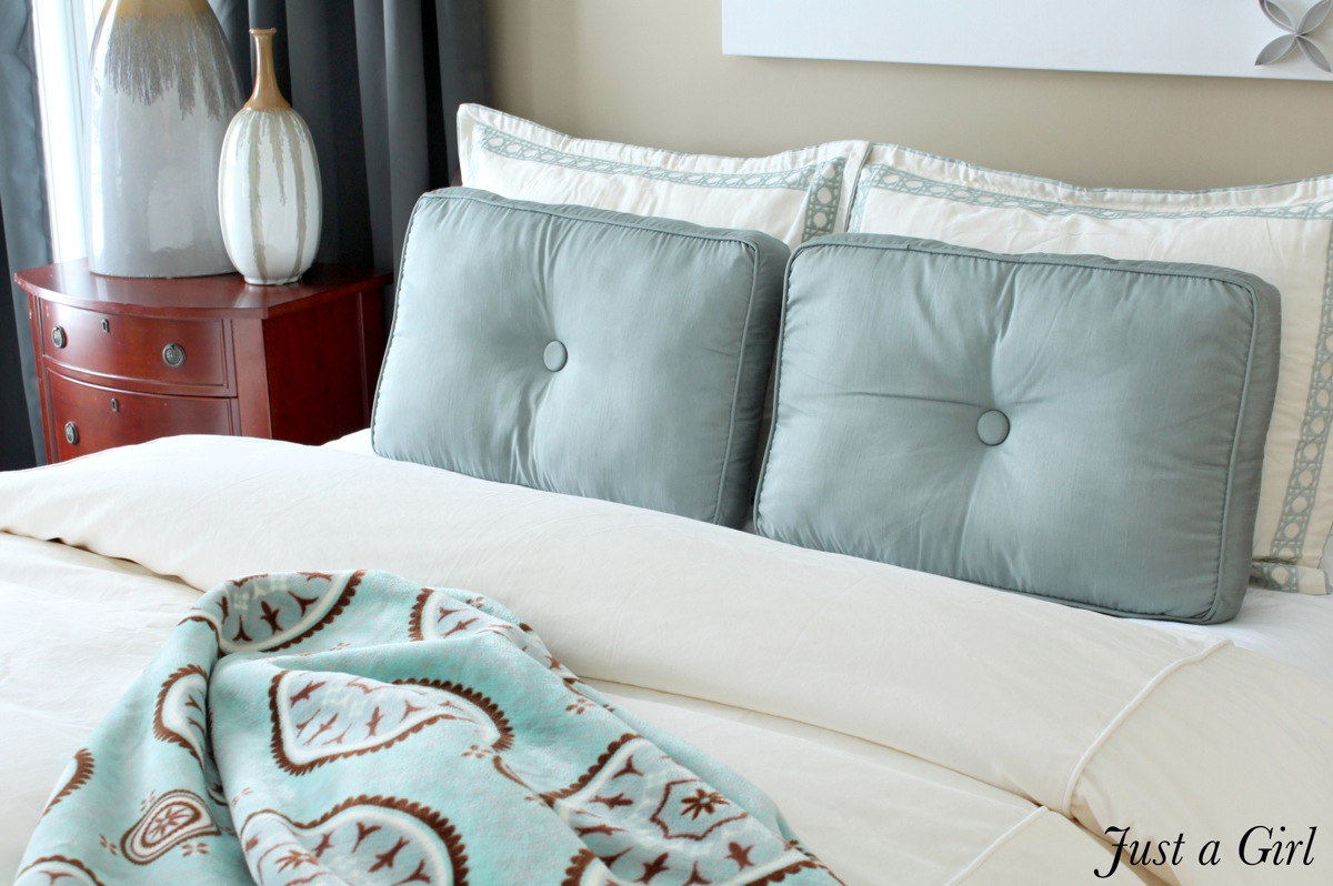 Blue cream bedding
