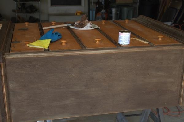 Staining dresser