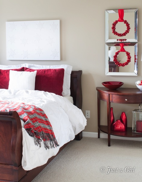 Trend White duvet red pillows