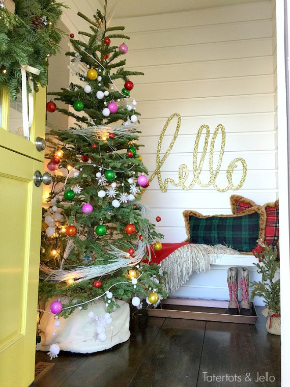 hello-entryway-holiday-decor-